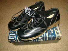 Authentic Cherokee Leather women's shoes sz6