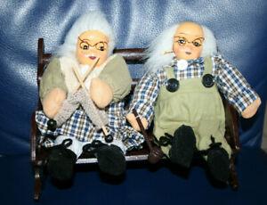 Oma und Opa auf Bank