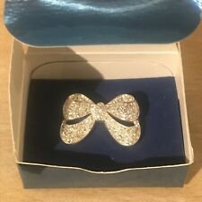 Avon~BRAND NEW & BOXED~Silver Plated Bow Brooch