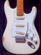 VINTAGE V6 icona & Stratocaster Maple Neck ~ effetto invecchiato WOODSTOCK Bianco * Personalizzata *