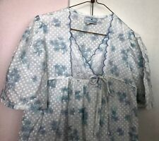 Vtg  GILLIGAN & O'MALLEY ~ Eyelet Lace Nightgown White with Blue Flowers- Sz. M
