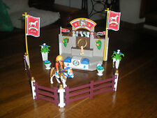 LOT PLAYMOBIL CHEVAL EQUITATION HARAS - PODIUM LE SACRE DU CHAMPION