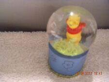 Disney Store - Pooh    Water Globe    -  Figure