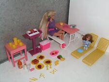 BBQ PICNIC poupée BARBIE + SHELLY + TABLE DE JARDIN + accessoires + dinette..
