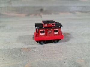 2002 THOMAS THE TRAIN & FRIENDS DIE-CAST CABOOSE SODOR Learning Curve Magnetic