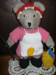 """NEW! Beautiful """"Sadie The Cleaning Lady""""Knitted Bear.Curlers,Mop,Bucket,Cloths!"""