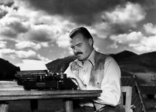 Ernest Hemingway UNSIGNED photograph - L7536 - American novelist and journalist
