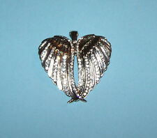 WESTERN  COWGIRL MAGNETIC FUNTION SILVER WING  PENDANT