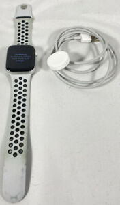 Apple Watch SE NIKE 44mm Cellular Silver Aluminum Case with White Sport Band