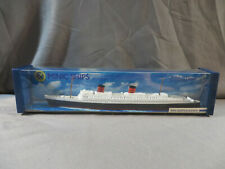 MINIC Ships RMS Queen Elizabeth Famous Liners 1/1200 Scale + Box Hornby M702