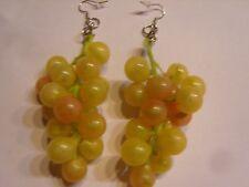 Ohrring mit hell grünen Bräunlich kleinen Trauben  Weisswein aus Kunststoff 496