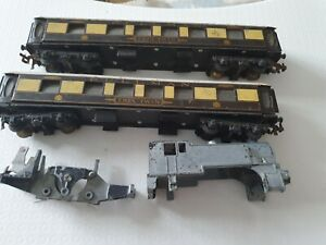 Trix Twin Pullman carriages with lighting units, and loco parts 00 scale