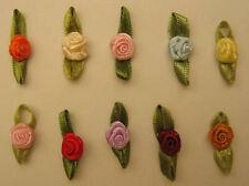 10 ROSES SUR NOEUD EN SATIN mix de couleurs