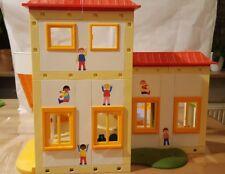 Playmobil 5567-Kita Sonnenschein mit 5568 Kinderspielplatz