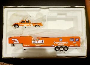 1997 Action Dale Earnhardt Goodwrench Wheaties Chevy Dually & Show Trailer 1:64