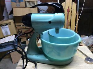 Vintage Blue Sunbeam Mixmaster with Mixing Bowl Mixer Works
