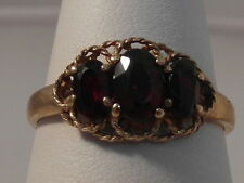 47D LADIES 9CT GOLD GARNET TRILOGY RING SIZE M 1/2