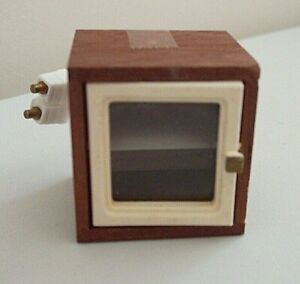 VINTAGE LUNDBY DOLL HOUSE SMALL DISPLAY CABINET WITH LIGHT FITTING