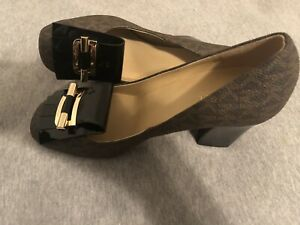 MICHAEL KORS Brown & Black With Patent Leather Bow High Block Heel Size 7.5