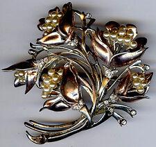 DEROSA VINTAGE RETRO GOLD WASH STERLING SILVER RHINESTONE FAUX PEARL FLOWER PIN