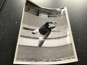 B/W PRESS PHOTO OF PETER SPRINGETT OF SHEFFIELD WEDNESDAY V WEST HAM UNITED 1968