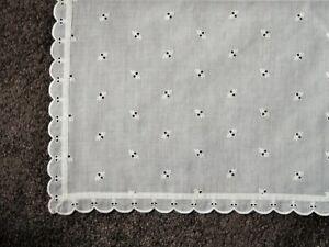 Decke mit Lochstickerei, weiß, 126 x 156 cm, unbenutzt