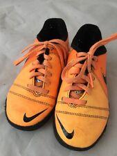 Niños o niñas Botas de fútbol de interiores Nike o astronomía Botas Naranja Tamaño 10uk niño