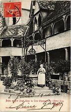 CPA   Puits en Fer forgé dans la Cour d'honneur de l'Hotel Dieu -Beaume (353970)