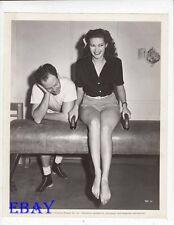 Yvonne De Carlo sexy leggy barefoot VINTAGE Photo circa 1947