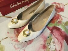 Salvatore Ferragamo Vara Pump Classic Heel Ivory Leather Sz 7 AA narrow Italy