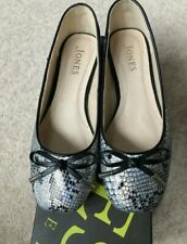 Gorgeous Grey/Silver Snakeskin Print Leather Ballet Pumps Size 5 By Jones Boot'r