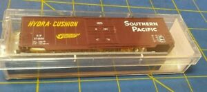 N scale Roundhouse Southern Pacific RR 50' hi cube box car train 08205