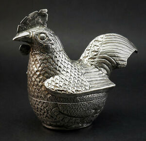 c1920 DETAILED CAMBODIAN KHMER HEN CHICKEN FORM REPOUSSE CHASED SILVER BETEL BOX