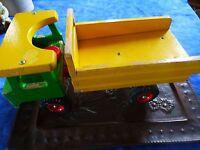 VINTAGE++jouet bois vintage  coloré ,camion benne b état ,bonnes roues