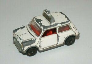 Dinky toys - Austin Mini de Police - Miniature ancienne 1/43 ( a restaurer )