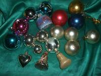 19 ältere Christbaumkugeln Glocken Herz Glas bunt Konvolut Weihnachtskugeln ~