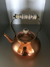 alter Kupferkessel-Wasser.-Teekessel mit Porzelangriff
