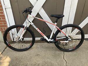 """GIANT ARX 2 18"""" Mountain Bike White/Red/Gray"""