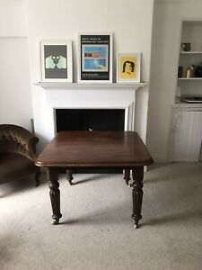Victorian mahogany wind out extending dining table turned Reeded legs 4/6 seater