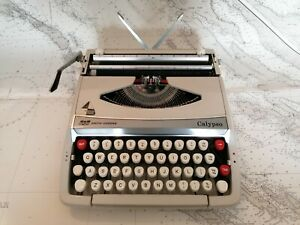 Vintage Smith Corona Calypso Cream Portable Manual Typewriter With Case c.1970's