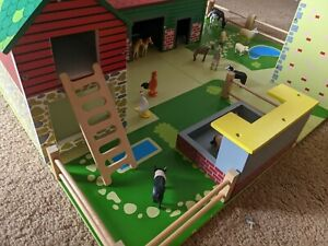 Tidlo wooden play farm with animals