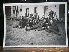 Photo argentique guerre 39 45 soldat Allemand wehrmacht WWII 2 fusil en faisceau