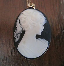 WOMEN HAND CRAFTED OVAL BLACK & BONE COLOURED CAMEO STYLE PENDANT W/ 14KT CHAIN