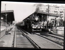 COURS de VINCENNES (94) TRAIN en GARE animée en 1966 / Photo J. BAZIN