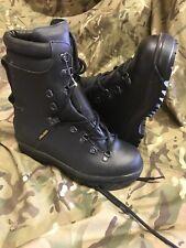 Black ECW extreme cold weather goretex Boots!army/fishing/hiking/size 6 Medium