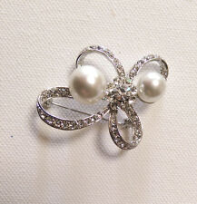 Brooch With Clear Stones And White Imitation Pearls: Silver Plated.