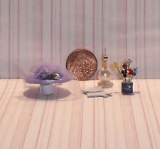 DOLLS HOUSE MINIATURE LADIES HAT, GLOVES & DRESSING TABLE ACCESSORIES SET