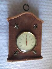 Thermomètre – maisonnette couverte de velours brun et déco de métal  -
