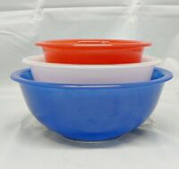 SET OF THREE PYREX MIXING BOWLS RED, WHITE AND BLUE