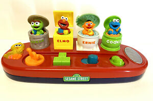 SESAME STREET Pop-Up Toy Poppin' Pals Oscar Elmo Ernie Cookie Talking Action